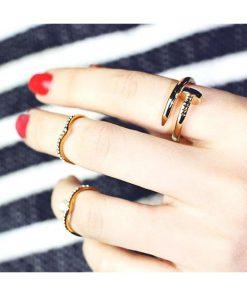 نیم ست دستبند و انگشتر میخ